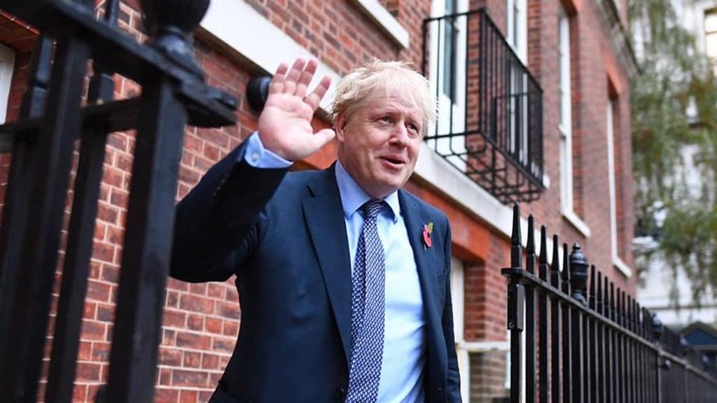 英國保守黨在下議院大選大獲全勝,首相強生12日表示,他將「日以繼夜」回報選民對他的信任。(圖取自facebook.com/borisjohnson)