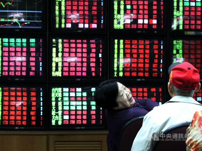 台北股市13日開盤漲101.48點,加權股價指數為11937.9點。(中央社檔案照片)