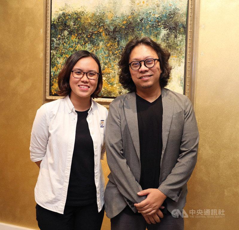 「新戲院」(Sinema Media)由熱愛電影文化的新加坡新銳導演與製片成立,並把觸角延伸到台灣,圖為創辦人朱韋仲(右)、專案經理莊穎彤(左)合影。中央社記者黃自強新加坡攝 108年12月14日