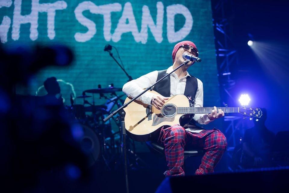 馬來西亞歌手黃明志原定在吉隆坡舉行跨年倒數演唱會,但主辦單位13日發出聲明,表示因雙方無法達共識而取消,許多粉絲錯愕不已。(圖取自facebook.com/namewee)