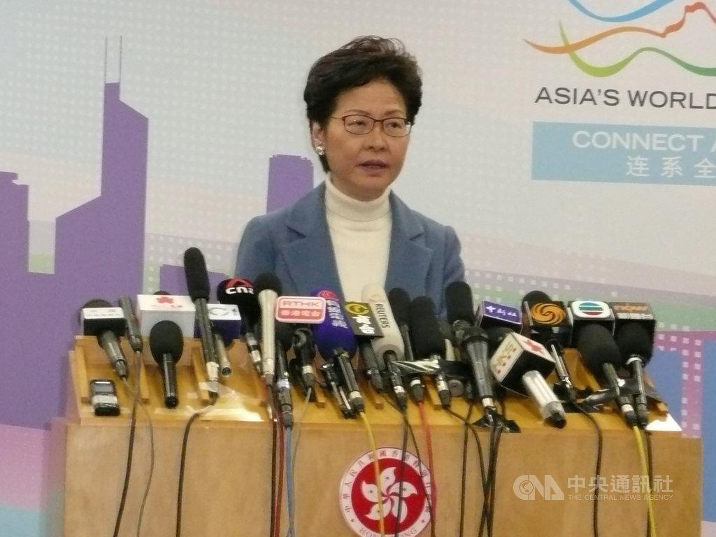 到北京述職的香港特首林鄭月娥16日晚間舉行記者會時強調,當前港府的工作重任仍然是止暴制亂。中央社記者周慧盈北京攝 108年12月16日