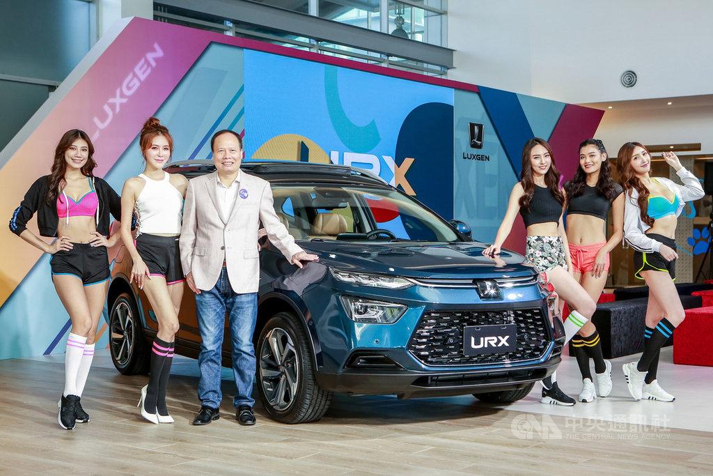 納智捷(Luxgen)品牌10週年的全新休旅車款URX上市,納智捷總經理蔡文榮(左3)16日在發表會宣布接單已突破1000輛,看好上市後月銷目標可達350輛。(納智捷提供)中央社記者張良知傳真 108年12月16日