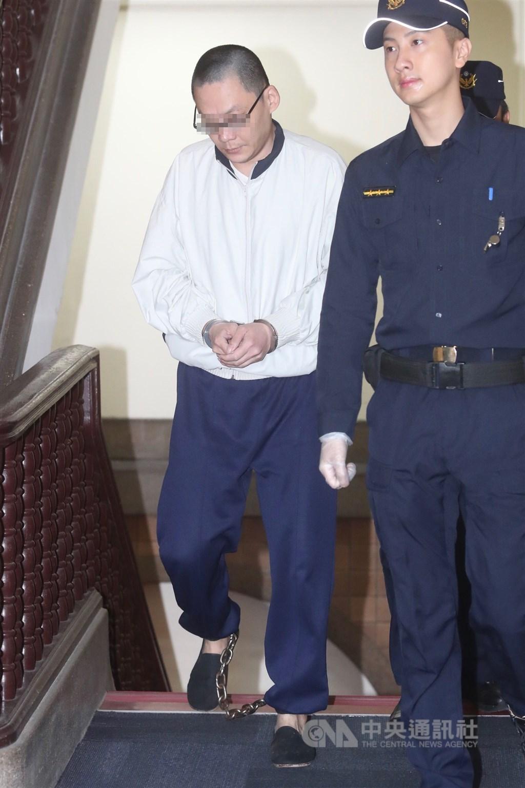 台灣高等法院更一審16日審理女童小燈泡命案,王姓凶嫌(左)出庭。中央社記者吳家昇攝 108年12月16日