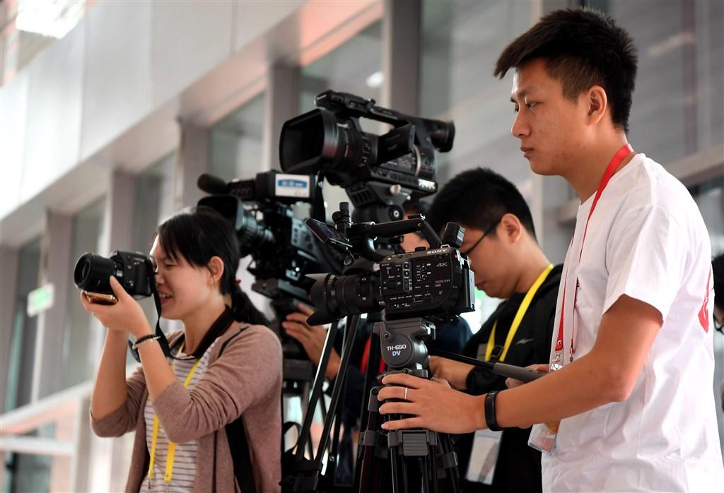 中國日前修訂「中國新聞工作者職業道德準則」,強調正面宣傳及「堅持正確輿論導向」。(檔案照片/中新社提供)
