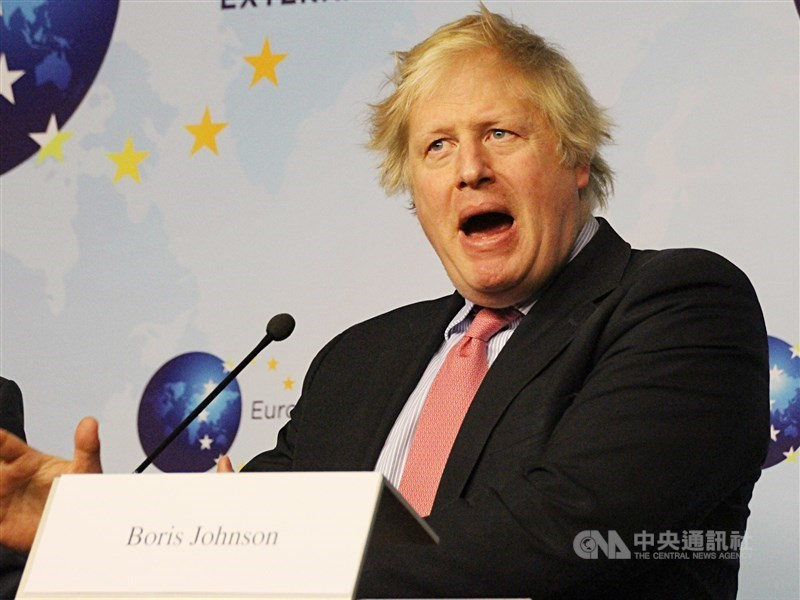 首相強生(圖)先前批評BBC的選戰報導,15日又說想取消BBC賴以維生的電視執照費。(中央社檔案照片)