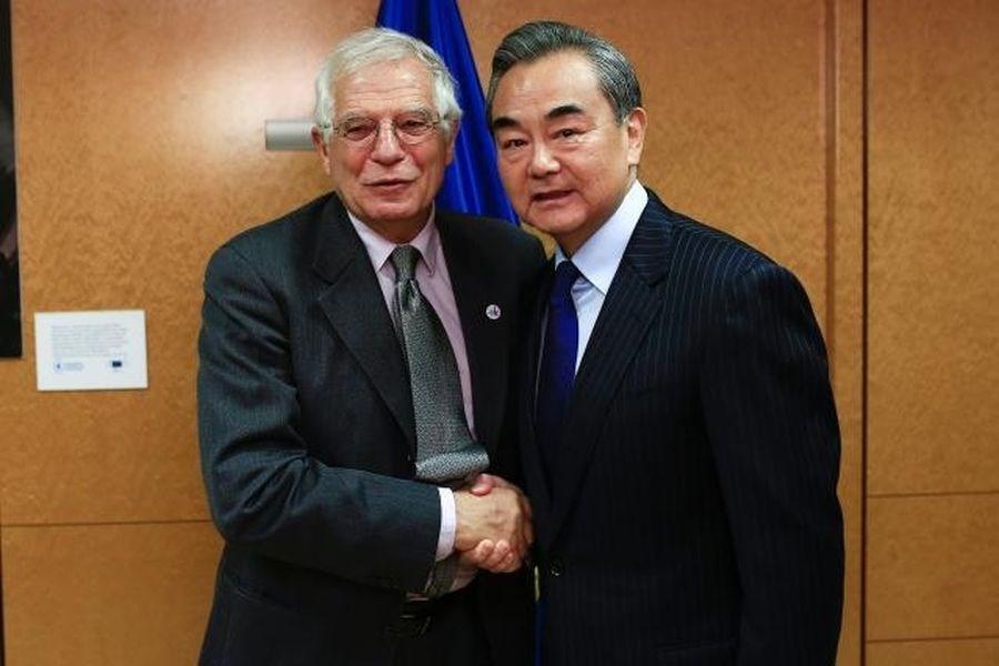 歐盟新任外交和安全政策高級代表波瑞爾(左)15日晚與中國外長王毅舉行雙邊會談,會後共同發表聲明。(圖取自歐盟網頁ec.europa.eu)