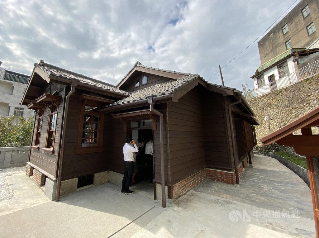 新北市歷史建築「淡水日本警官宿舍」修復工程自107年1月啟動,現已完工,17日起重新對外開放參觀。中央社記者葉臻攝 108年12月17日