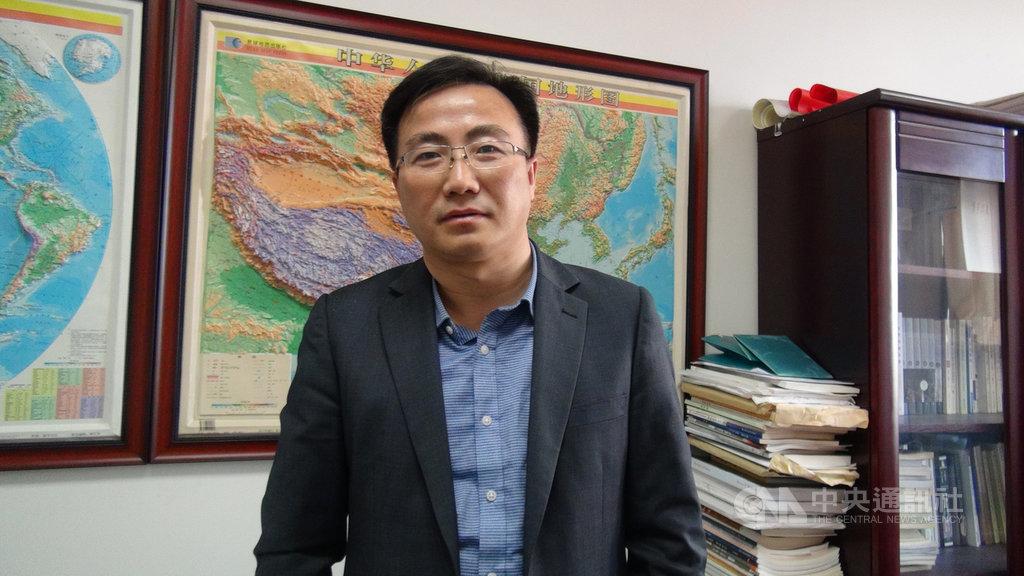 因香港反送中運動,北京對港澳特區施行的「一國兩制」受到高度質疑,但中國人民大學法學院教張龑認為,香港抗爭非關一國兩制,而是回應社會形勢的變化。中央社記者周慧盈北京攝 108年12月17日