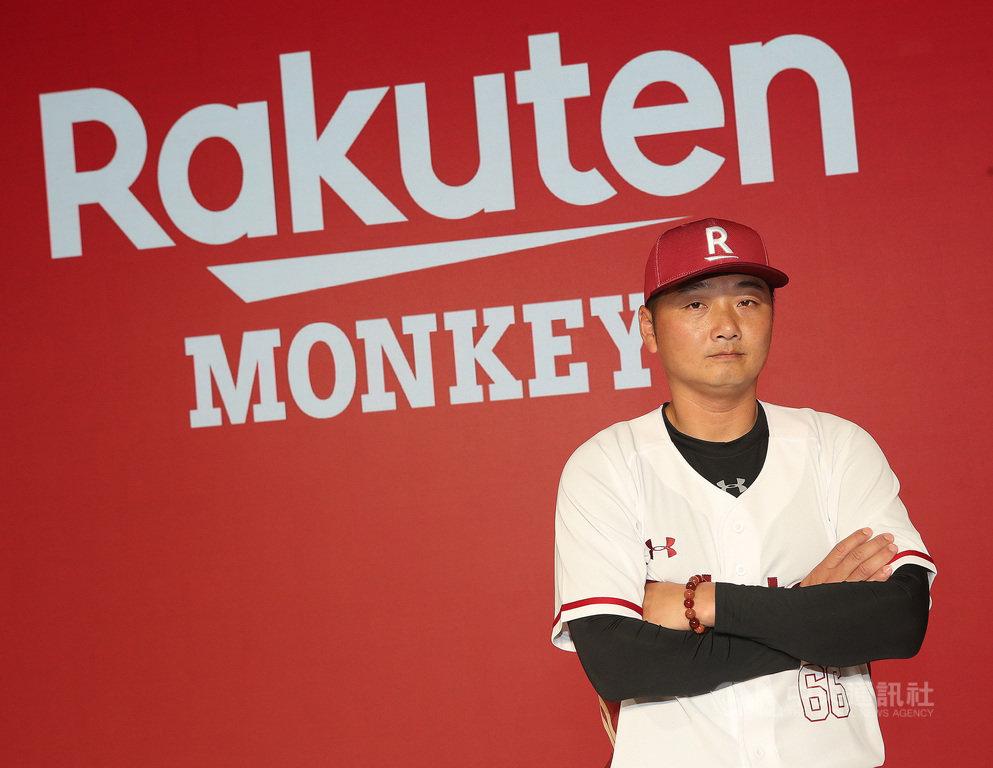 中職「Rakuten Monkeys樂天桃猿」隊17日正式揭名,首任總教練由原打擊教練曾豪駒接下。曾豪駒在球隊先後16年,球團看重他的人格特質,盼帶給球隊安定感。中央社記者張新偉攝 108年12月17日