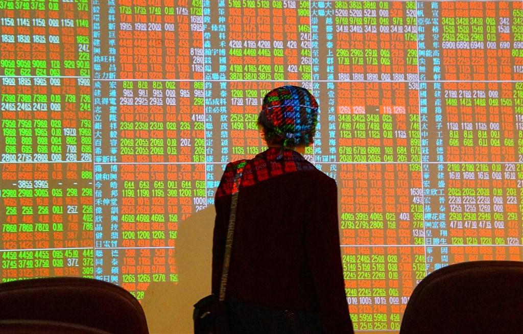台股2019年以來上漲2325.96點,市值較2018年底增加逾新台幣7兆元,以台股開戶數約1000多萬戶推算,每位股民賺逾70萬元。(中央社檔案照片)