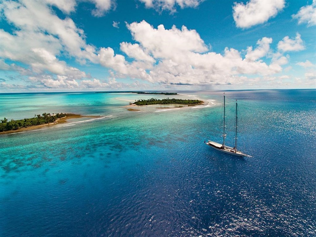 帛琉1日起實施一項開創性禁令,不准使用含有對珊瑚礁有害成分的防曬乳液,違者罰1000美元。(圖取自facebook.com/pristineparadisepalau)