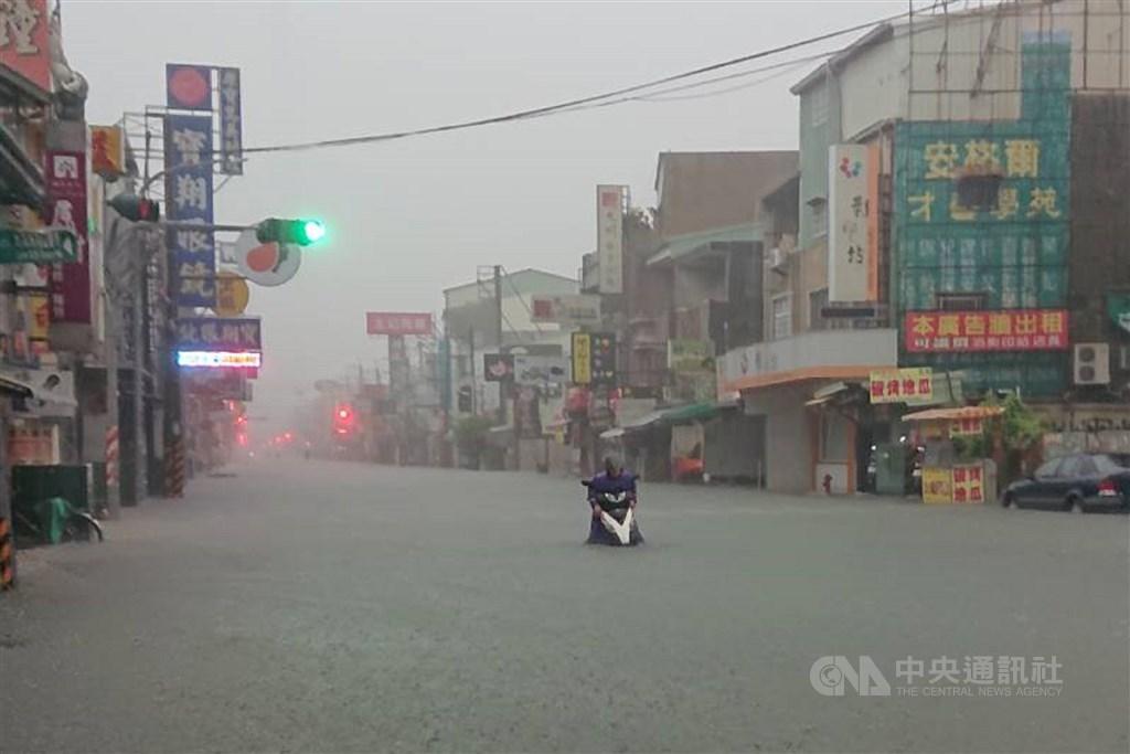 由產、官、學等防災專家組成的台灣防災產業協會2日宣布,2020台灣進入氣候緊急狀態。(示意圖/中央社檔案照片)