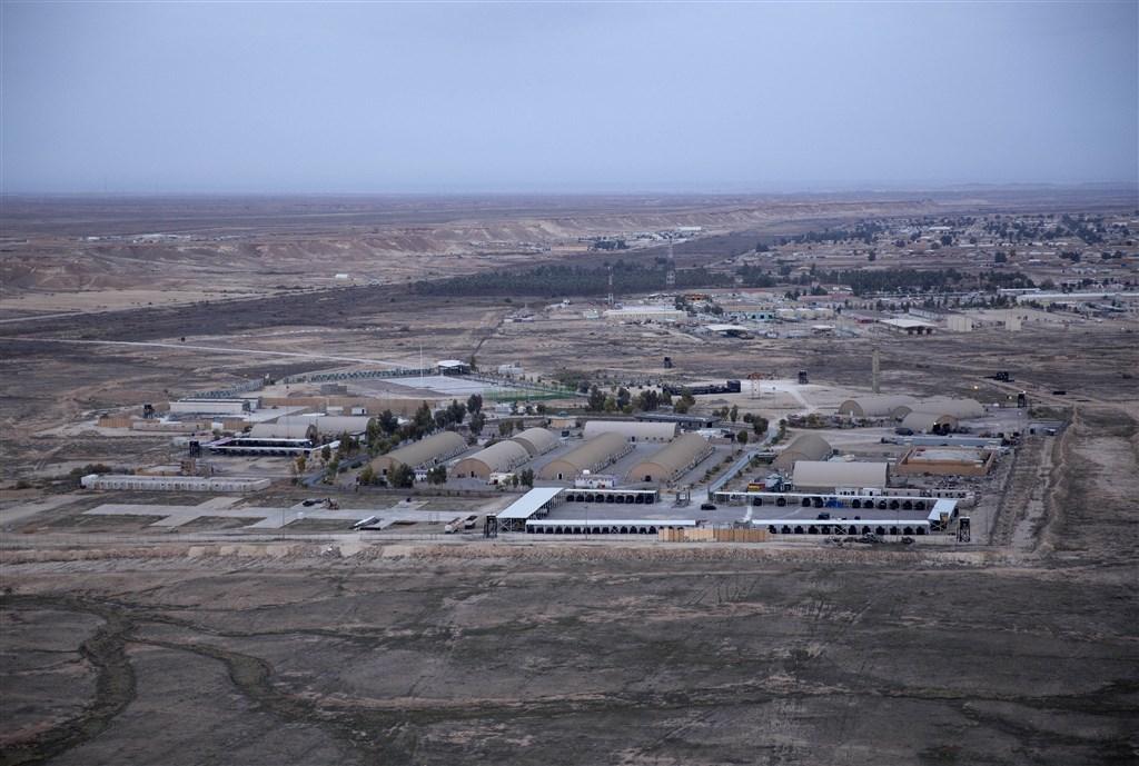 美國國防部五角大廈表示,伊朗7日發射「十多枚」飛彈,攻擊美國與聯軍部隊駐紮的兩個伊拉克空軍基地。圖為美軍駐紮的阿薩德空軍基地。(檔案照片/美聯社)