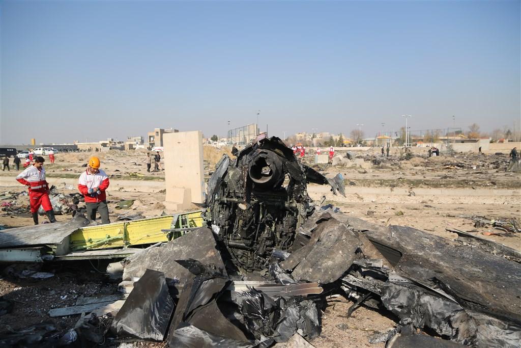 烏克蘭國際航空編號PS-752班機8日從伊朗首都德黑蘭的機場起飛不久後便墜機。加拿大總理杜魯道9日表示,這架飛機是遭伊朗飛彈擊落。(伊朗紅新月會/安納杜魯新聞社提供)
