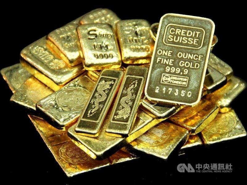 展望後疫情時代金價走勢,專家估計上看每盎司1800美元。(中央社檔案照片)