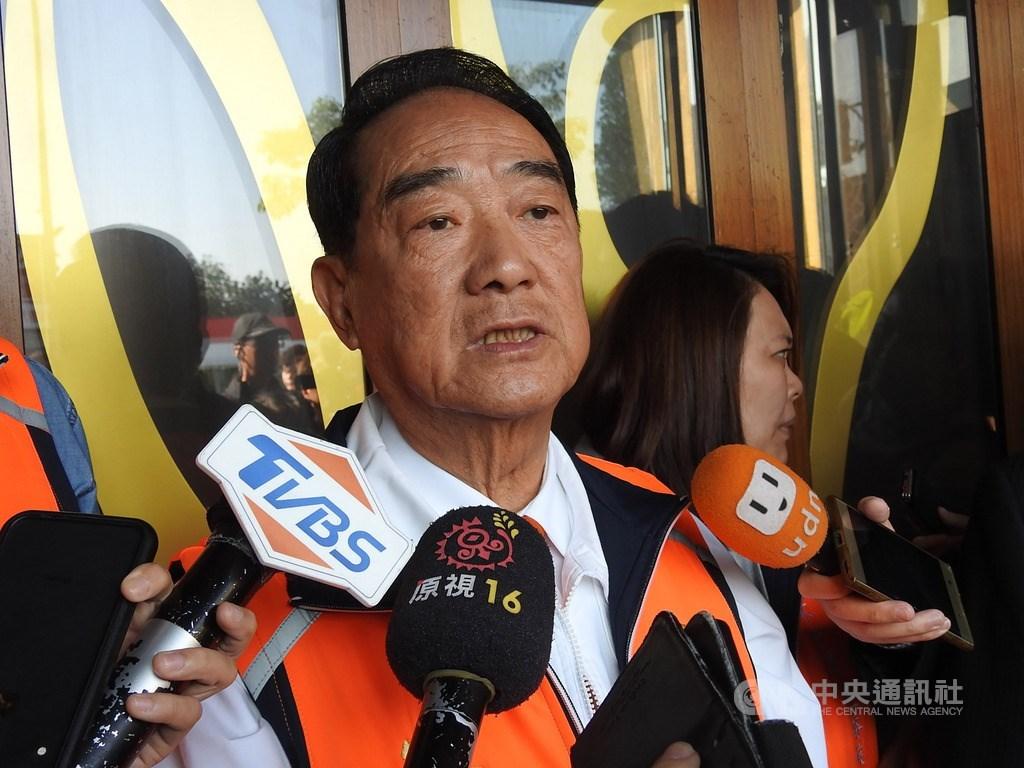 親民黨總統候選人宋楚瑜(圖)9日受訪時指出,國民黨總統候選人沒有領導人的高度,若把國家未來交給這樣的領導人,台灣會非常危險;領導人應能夠帶領台灣走向世界,台灣自由民主的制度應是人民當家作主。中央社記者王鴻國攝 109年1月9日