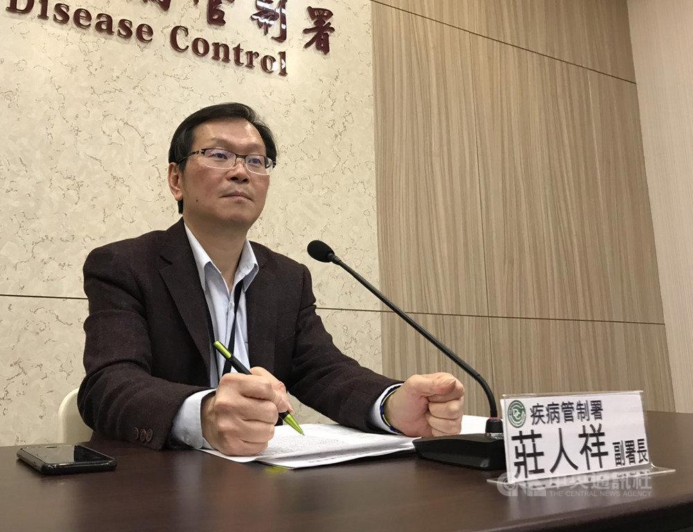 衛生福利部疾病管制署副署長莊人祥11日下午召開記者會說明中國武漢肺炎疫情進度,會中說明,經比對發現和蝙蝠冠狀病毒相似度達87%,源自蝙蝠可能性高,未來將以此建立病毒核酸快速檢測方法。中央社記者張茗喧攝 109年1月11日