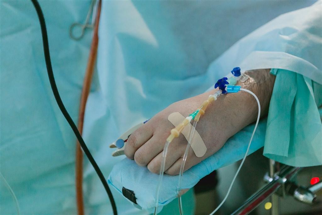 中國武漢新型冠狀病毒肺炎自2019年12月爆發以來,最新通報顯示,已有一名61歲的男性患者死亡。(示意圖/圖取自Unsplash圖庫)