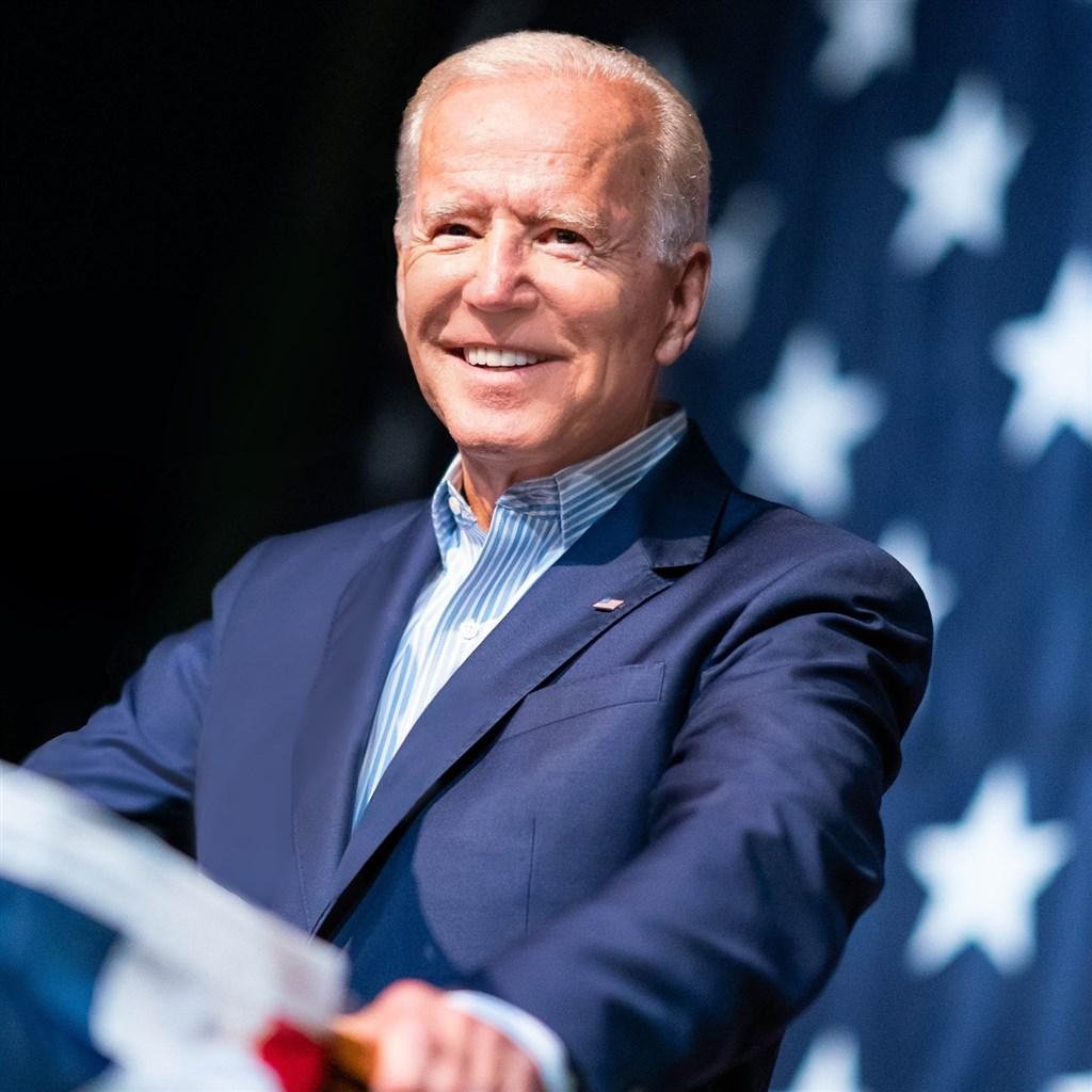 美國民主黨初選參選人桑德斯14日在辯論中鎖定民調居於領先地位的前副總統拜登(圖),抨擊他過去擔任參議員時,曾投票支持美國出兵伊拉克。(圖取自facebook.com/joebiden)