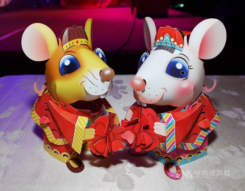 2020台灣燈會在台中,交通部13日在圓山飯店舉行記者會,公布鼠年小提燈吉利鼠與美力鼠。中央社記者施宗暉攝 109年1月13日