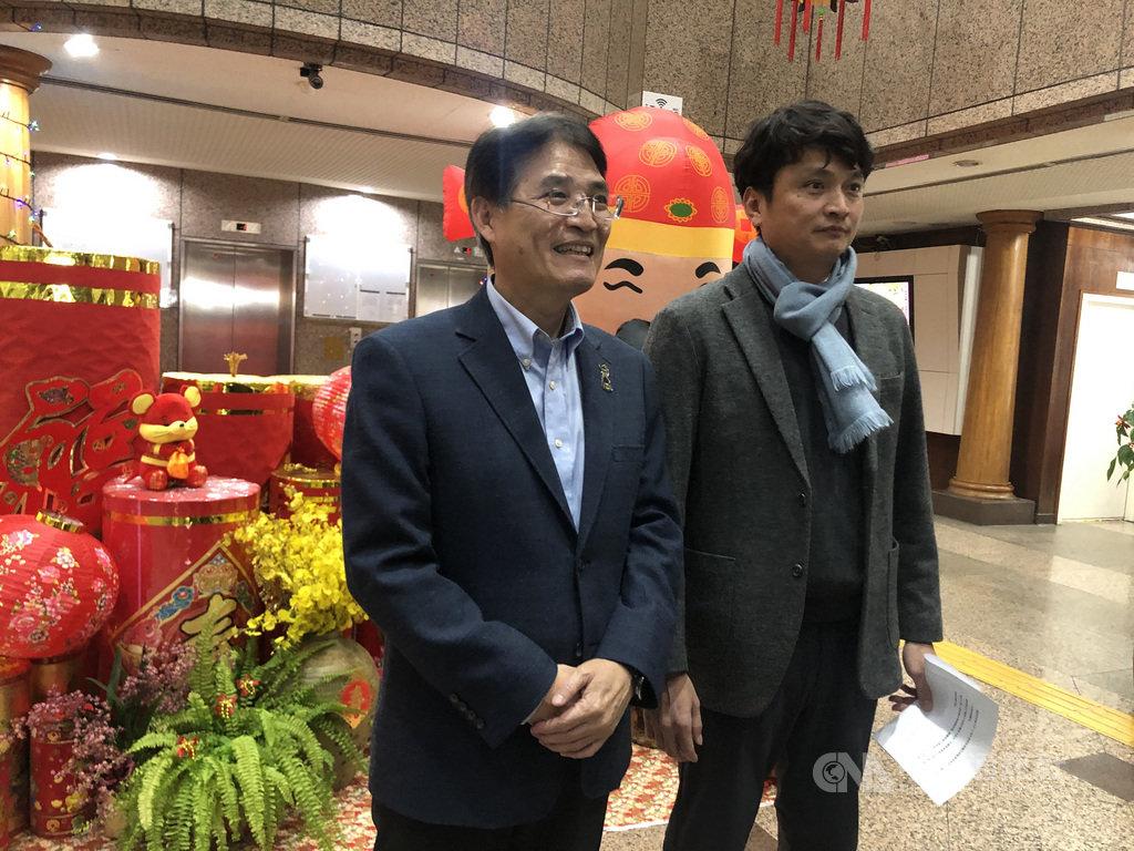 2020東京奧運中華成棒隊14日舉行選訓會議,中職秘書長馮勝賢(右)表示,規劃將沒有合約的旅外球員、業餘好手集中訓練,讓教練團就近觀察。中央社記者謝靜雯攝 109年1月14日