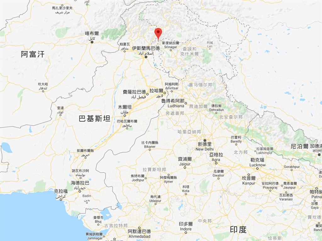 巴基斯坦政府高級官員14日表示,克什米爾地區的尼勒姆谷(紅標處)過去24小時發生多次雪崩,至少造成57人喪生。(圖取自Google地圖網頁google.com/maps)