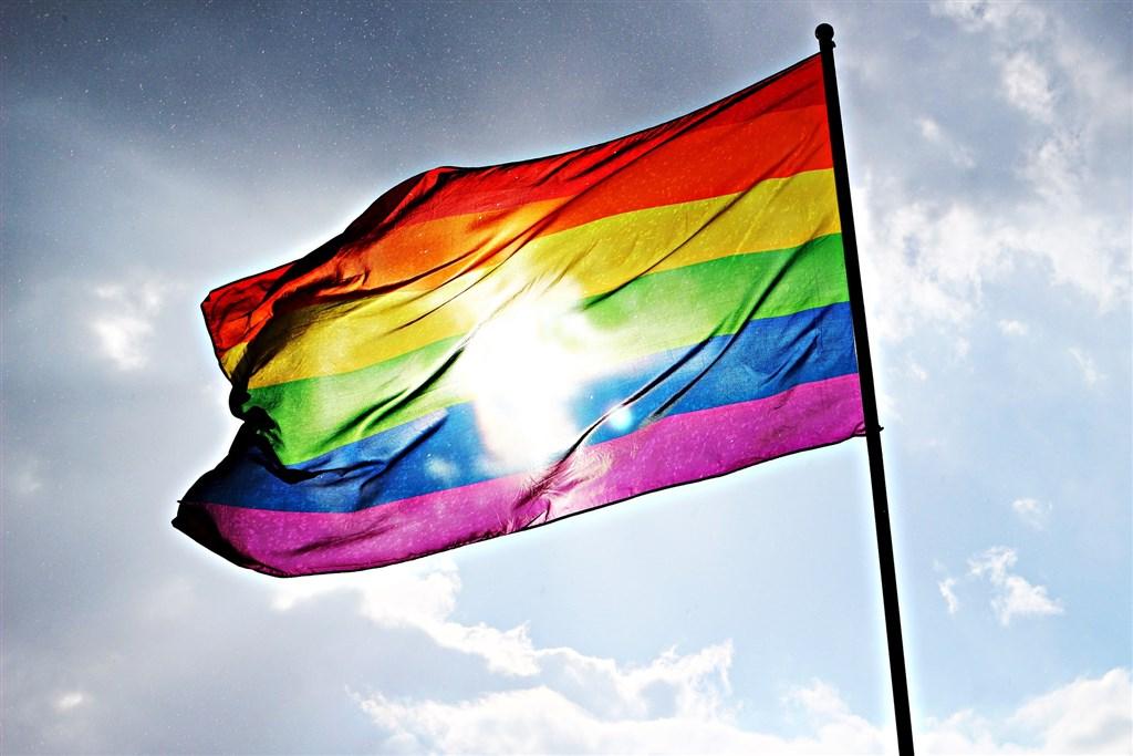 印尼一名男博士因在英國性侵48名男性,讓印尼德博市長打算針對LGBT社群進行突襲取締,印尼人權委員會14日譴責此舉,指稱這會升高迫害風險。(示意圖/圖取自Pixabay圖庫)