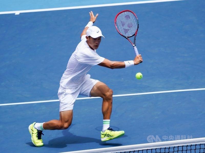 澳網男單會外賽首輪,台灣網球好手莊吉生(圖)14日以6比4、6比7(8比10)、6比1擊敗美國選手楊恩。(中央社檔案照片)