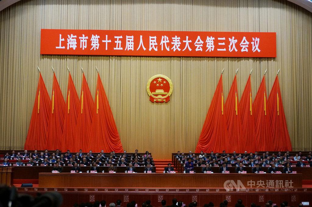 中國上海市政府15日舉行人大開幕式。上海市政府工作報告表示,2020年上海市GDP預計成長6%。中央社記者翟思嘉上海攝  109年1月15日