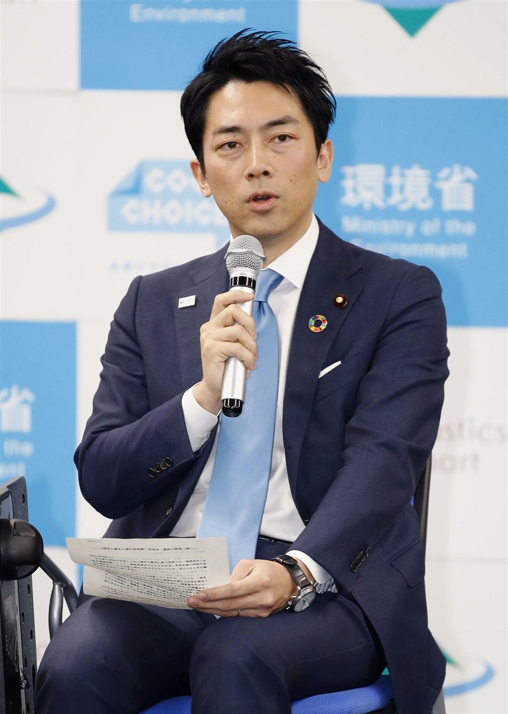日本環境大臣小泉進次郎15日在環境省內部會議上表明,自己有意休育嬰假。(共同社提供)