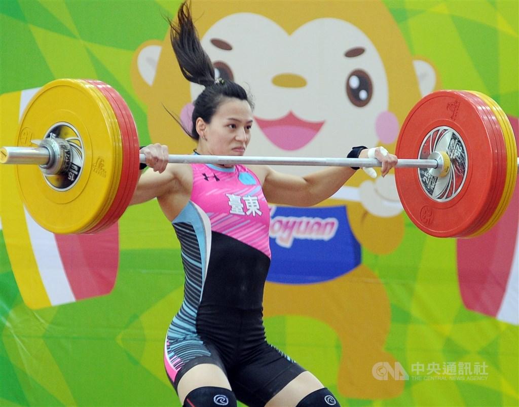 國際舉重總會(IWF)票選2019年最佳男、女運動員,台灣舉重女將郭婞淳再度入圍。(中央社檔案照片)