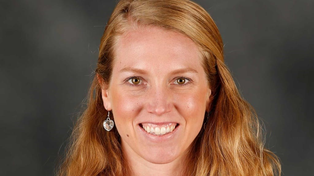美國職棒大聯盟MLB舊金山巨人任用球團女職員納肯擔任教練團一員,使得她成為大聯盟史上首位正職女教練。(圖取自MLB官方網頁mlb.com)