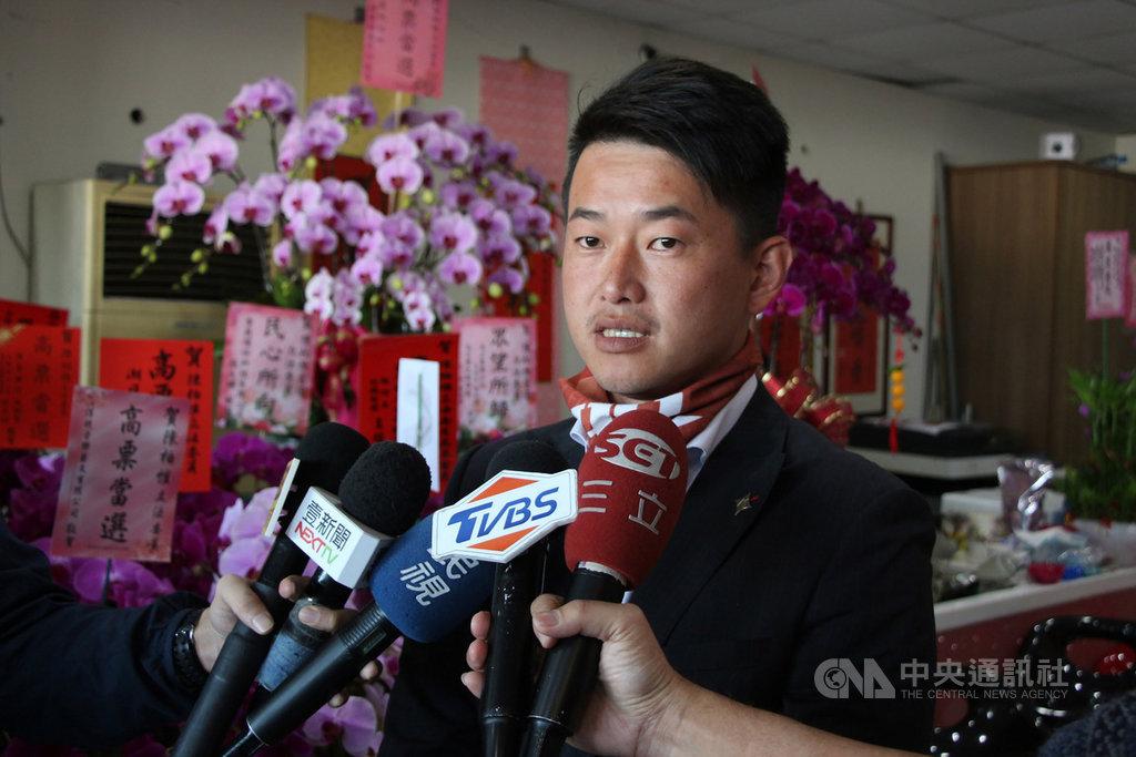 近期有民眾不滿罷韓,在網路喊話要發起罷免台灣基進黨立委當選人陳柏惟(圖)等人,陳柏惟17日受訪時表示,如果要把他罷免,也要講出道理,如果有道理,這是民主的一部分,他表示尊重。中央社記者蘇木春攝 109年1月17日