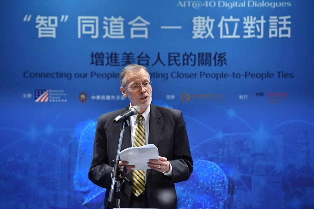 「『智』同道合–數位對話」論壇第4場:增進美台人民的關係」17日在台北松山文創園區登場,美國在台協會(AIT)處長酈英傑(William Brent Christensen)致詞時再次恭喜台灣順利完成大選,並希望台灣持續為其它追求民主、繁榮並致力於提供人民一條更好道路的國家,樹立傑出榜樣。中央社記者王飛華攝 109年1月17日