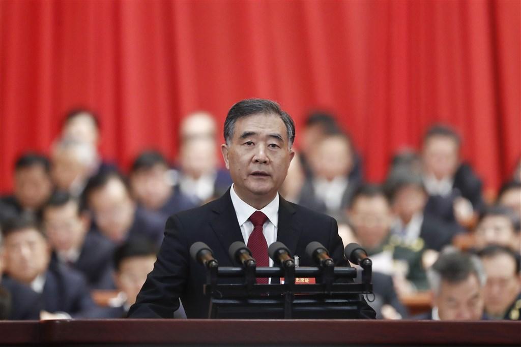 中共19日召開2020年對台工作會議。中國全國政協主席汪洋(前)在會中說,今年台海形勢更加複雜嚴峻,要堅持「一個中國」原則,堅決反對和遏制任何形式的台獨分裂活動(檔案照片/中新社提供)