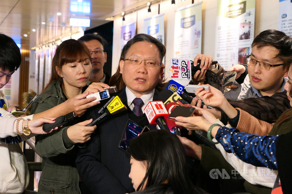 財政部長蘇建榮20日表示,台中市公告地價調幅逾兩成,不符市價走勢且還呈現相反,正密切注意這樣的情形。中央社記者吳佳蓉攝 109年1月20日