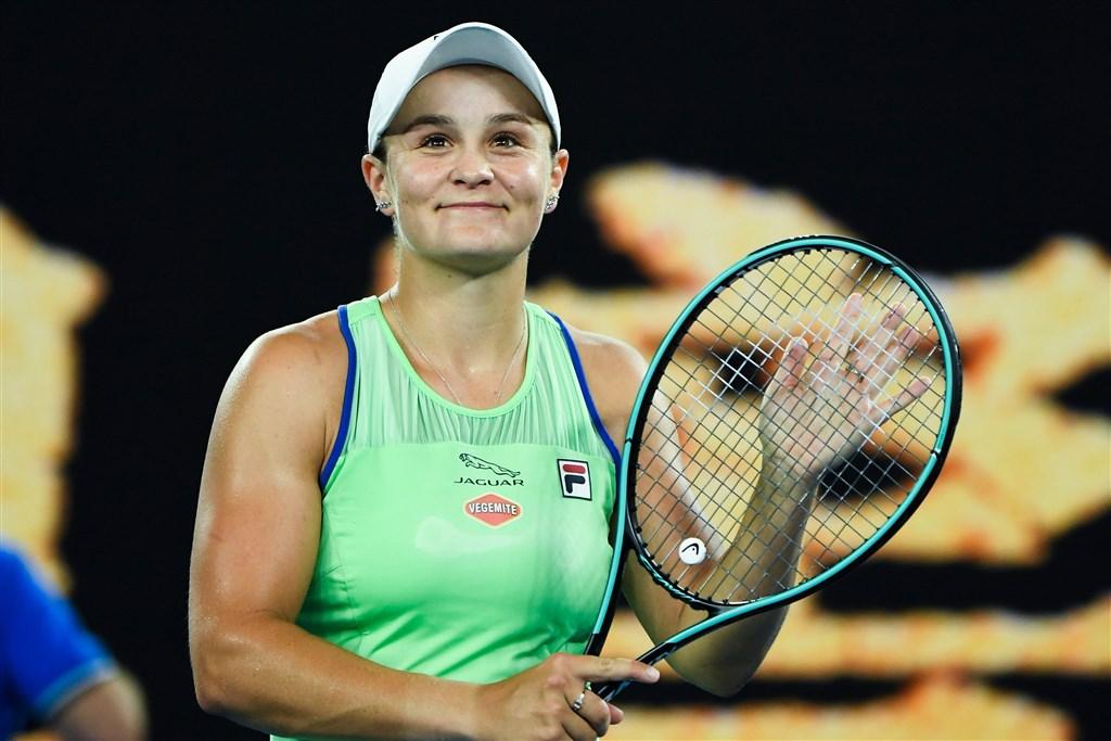 世界排名第一的澳洲球后巴蒂20日在澳網公開賽逆轉挺進第2輪賽事。(圖取自twitter.com/AustralianOpen)