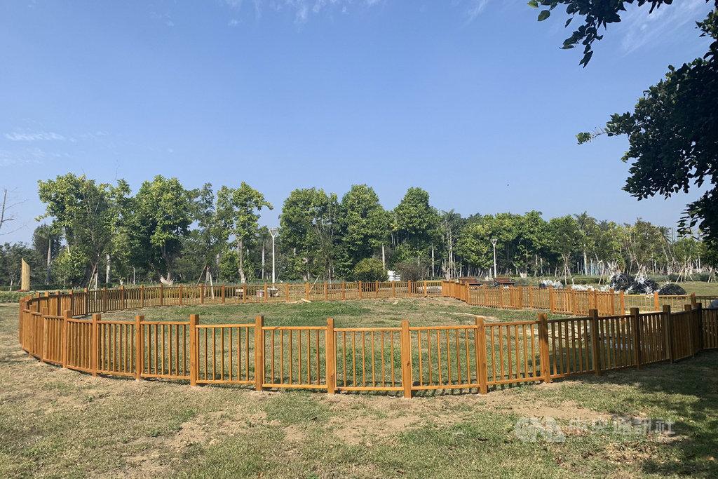 台南山上花園水道博物館規劃寵物專屬遊憩區,讓毛小孩可以在特定區域內與飼主同樂。中央社記者楊思瑞攝 109年1月23日