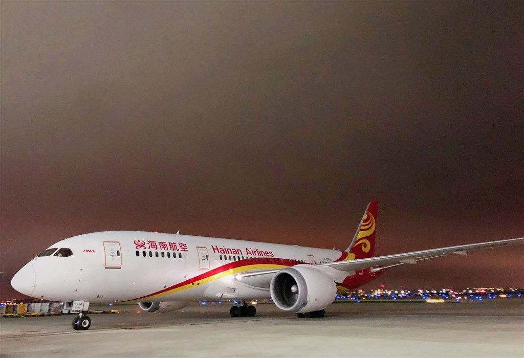 捷克首都布拉格機場與捷克外交部22日宣布,中國海南航空公司將自3月起,停飛北京與布拉格之間的定期直飛航班。(圖取自facebook.com/HainanAirlinesGlobal)