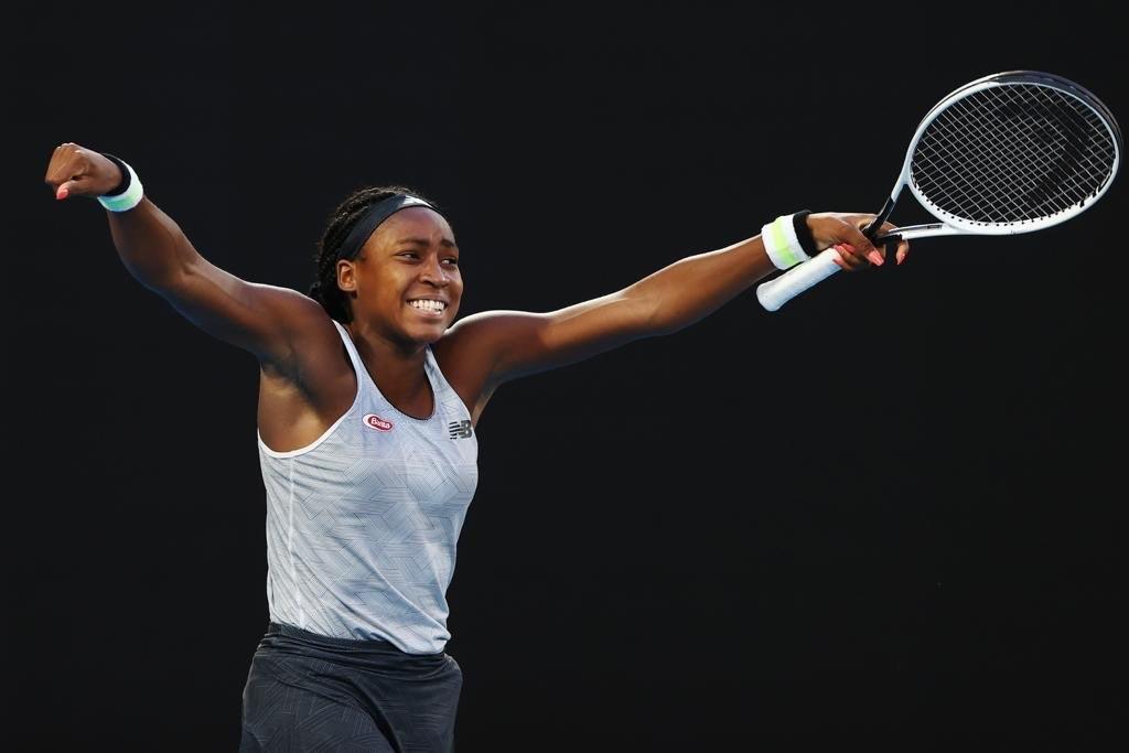 澳洲網球公開賽女單24日有3名前冠軍慘遭淘汰,包括去年封后的大坂直美敗給15歲美國小將高夫(圖)。(圖取自twitter.com/CocoGauff)