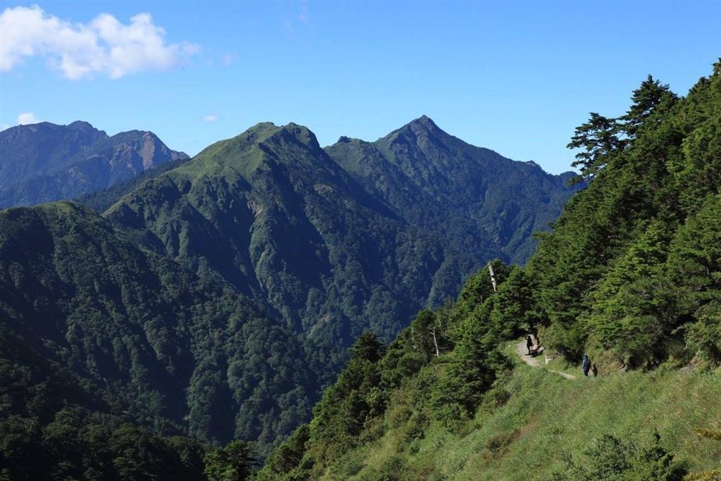 最新一期的美國知名旅遊雜誌Travel + Leisure選出2020年必去的20個旅遊目的地,台灣的山岳之美名列第3名,報導點名嘉明湖國家步道、能高越嶺道(圖)都是值得一去的登山地點。(圖取自facebook.com/twforest)