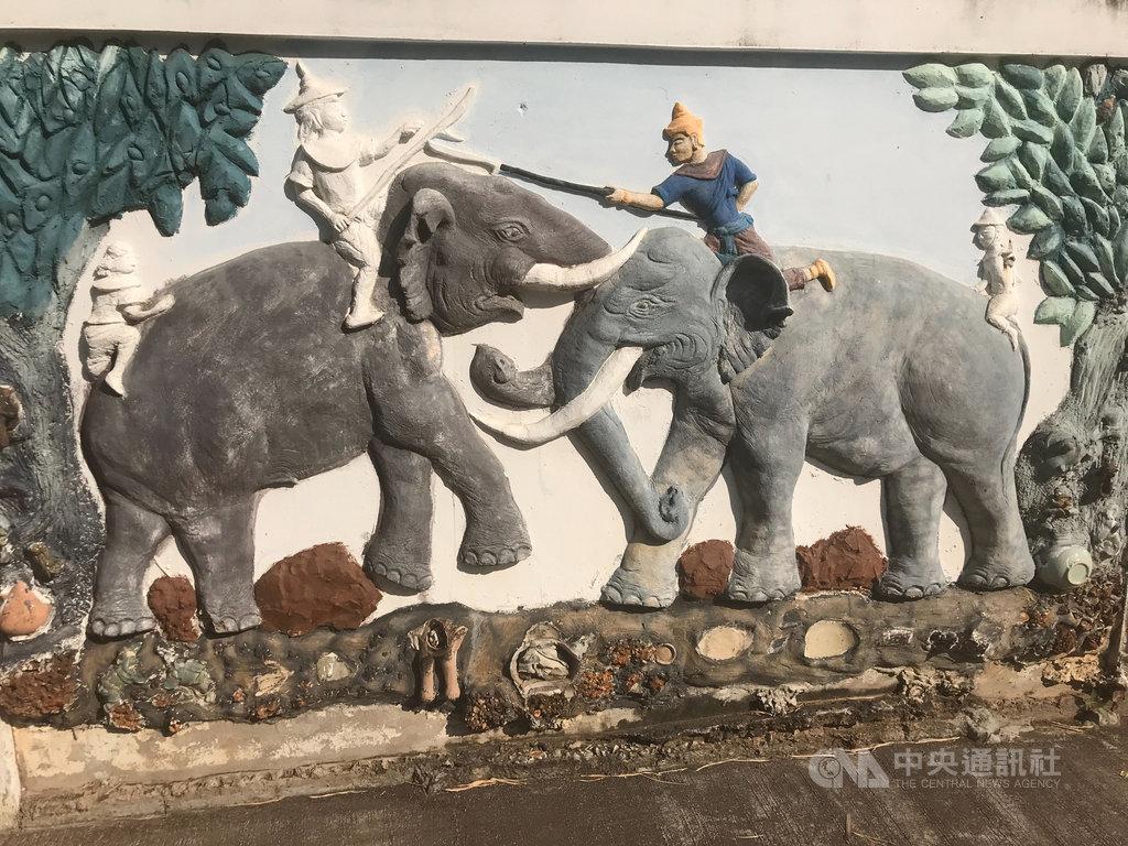 泰國素可泰府舊城區是素可泰王朝所在地,舊城區內的陶瓷街有25位藝術家在牆壁上用素可泰的陶瓷創作,展現陶瓷之美,也呈現素可泰的歷史和文化。中央社記者呂欣憓素可泰攝 109年1月26日