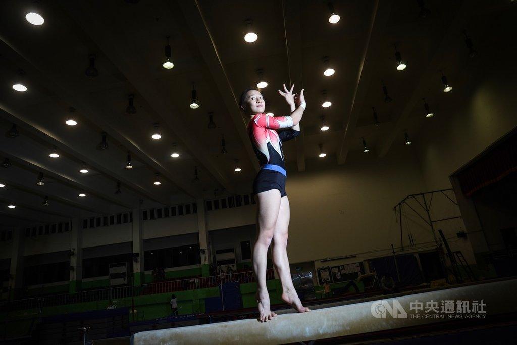 2019年在蒙古舉行的亞洲體操錦標賽,「體操精靈」丁華恬摘下台灣在女子平衡木隊史首金,接著她在世界體操錦標賽取得51年來台灣首張女子體操奧運門票,年底前又獲得國際體操總會(FIG)通知,成為台灣第1個新動作獲得FIG認證的體操選手,為台灣體操界寫下許多新紀錄。中央社記者吳家昇攝 109年1月26日
