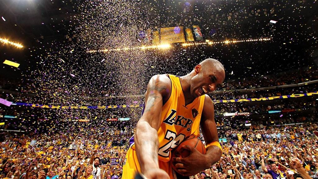 美國職籃NBA退役球星布萊恩26日不幸墜機身亡,總統川普、前美國總統歐巴馬推文同哀。(圖取自facebook.com/Kobe)