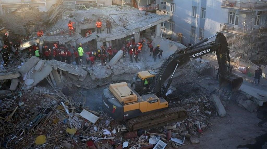 土耳其東部24日發生規模6.8地震,造成41人罹難、1607人受傷。(安納杜魯新聞社提供)