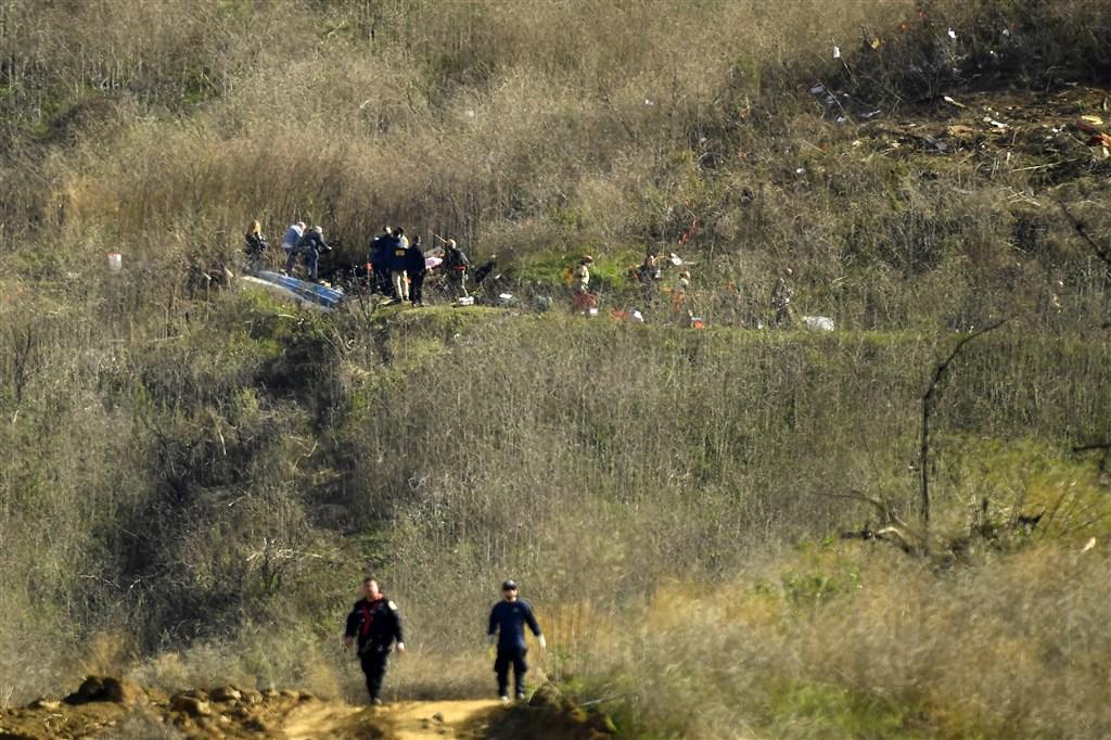 NBA傳奇球星布萊恩26日搭乘私人直升機墜毀,連同布萊恩父女機上9人全數罹難。圖為直升機墜毀現場。(美聯社)