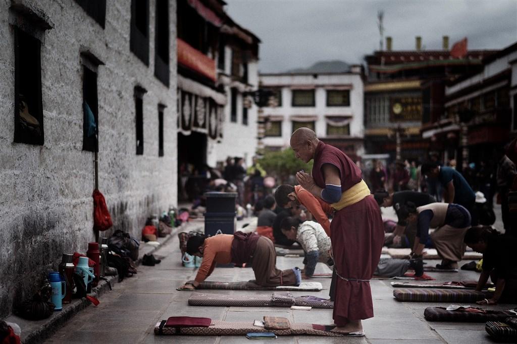 美國聯邦眾議院院會28日通過「西藏政策及支援法案」,法案確保藏人宗教自由。(圖取自Pixabay圖庫)