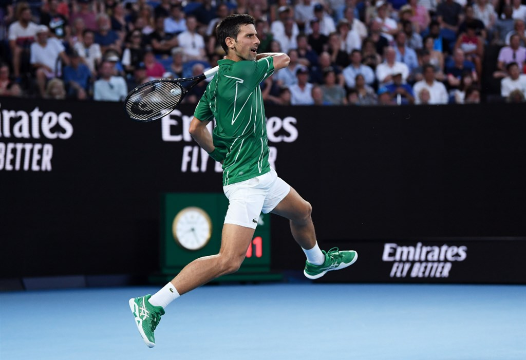 澳洲網球公開賽上屆男單冠軍喬科維奇(圖)30日擊敗瑞士天王費德瑞,創紀錄第8度挺進澳網決賽。(圖取自twitter.com/AustralianOpen)