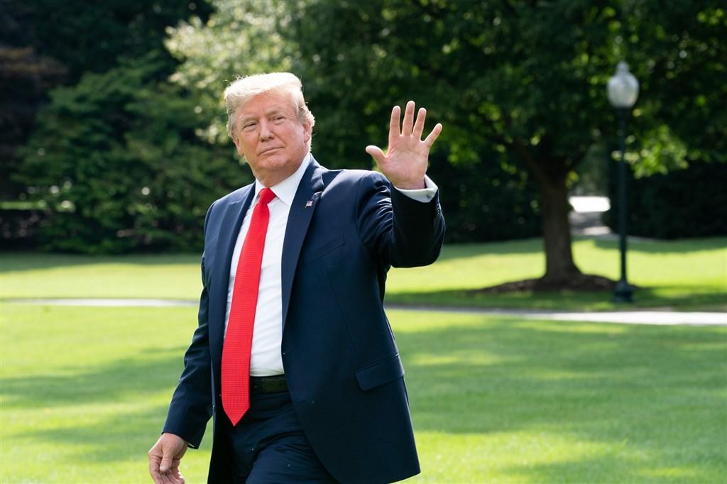 美國總統川普面臨濫權和妨礙國會調查兩項彈劾罪名。共和黨參議員指出,預計在5日下午4時就宣判川普無罪與否進行投票。(圖取自facebook.com/WhiteHouse)