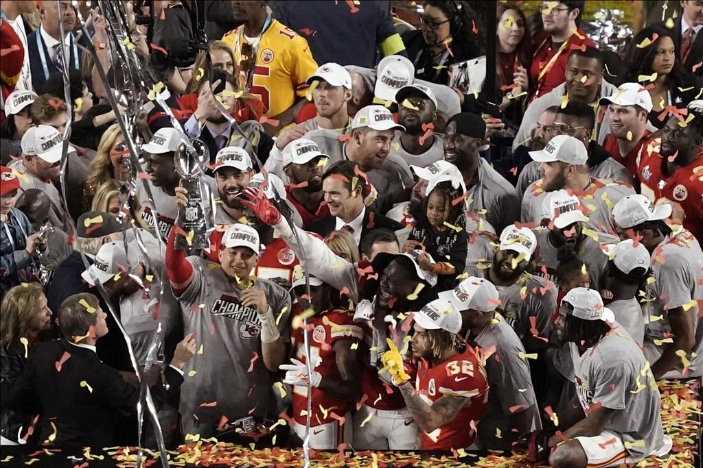 NFL年度冠軍賽「超級盃」,酋長末節大逆轉,在1970年後迎來隊史第2座超級盃冠軍。(美聯社)
